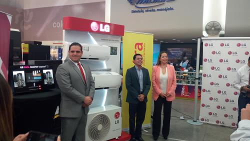 El lanzamiento de la nueva línea de aires acondicionados se realizó en Tiendas Elektra.