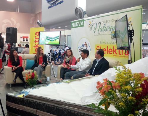 En el lanzamiento se explicaron las bondades de las camas Olympia. (Foto: cortesía Elektra)