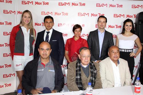 Los roganizadores de la carrera Max Tott 2014 en conferencia de prensa. (Luis Barrios/Soy502)