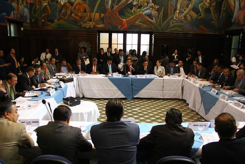 Representantes de los partidos políticos definieron la distribución de las curules. (Foto: Alexis Batres/Soy502)