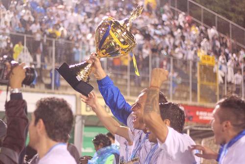 Comunicaciones levantó su título 26 en junio tras derrotar a Heredia en el estadio Cementos Progreso. (Foto: José Dávila/Soy502)