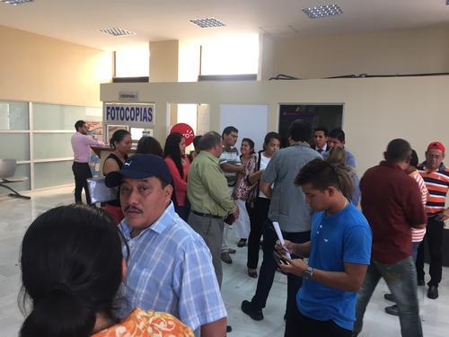 20 familias afectadas con el deslizamiento de tierra en El Cambray II son querelllantes en contra del alcalde de Santa Catarina Pinula, Victor Alvarizaez. (Foto: Evelyn de León/Soy502)