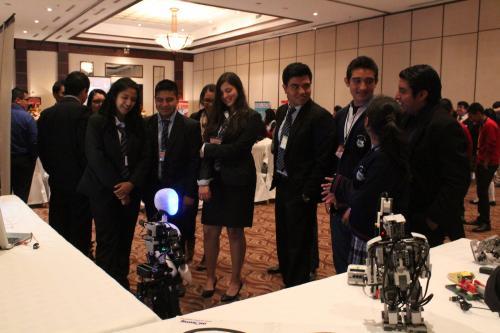 Además, los estudiantes presenciaron una demostración de robótica. (Foto: Andrea Castillo/Soy502)