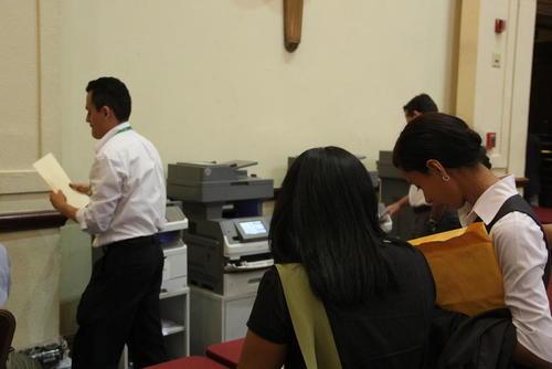En otras ediciones en el área había un servicio de fotocopias para facilitar a los participantes entregar más hojas de vida. (Foto: Roberto Caubilla/Soy502)