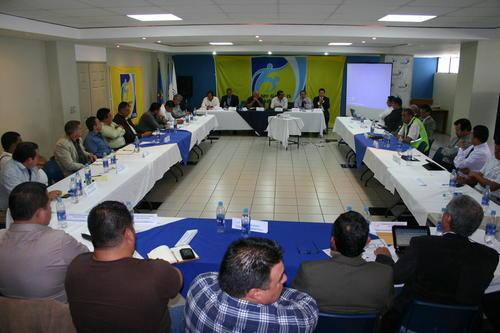 Autoridades,federativos y dirigentes de equipos se reunieron en la Fedefútbol.