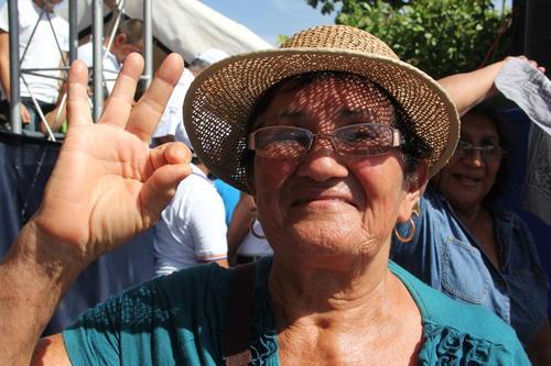 Doña Elsa disfrutó de un sábado diferente en Usumatlán. (Foto: Roberto Caubilla/Soy502)
