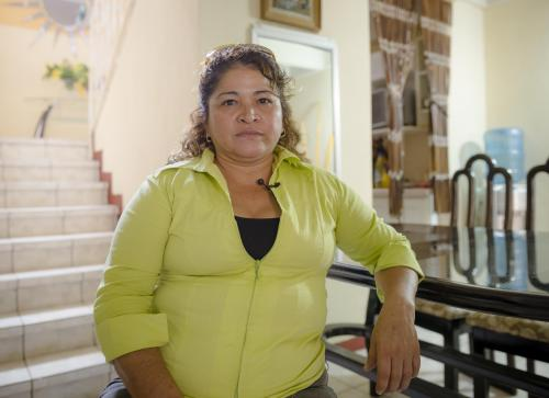 Gracias al dinero que le envía su esposo desde hace nueve años, los hijos de Laura pudieron graduarse y tener un hogar. (Foto: George Rojas/Soy502)