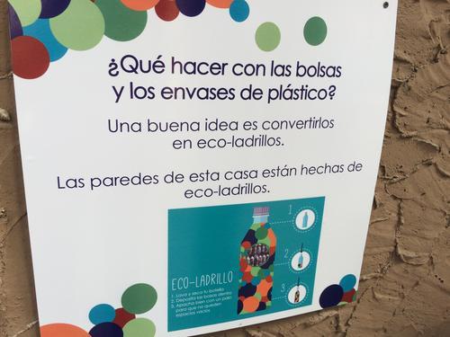 Los visitantes pueden aprender a hacer sus propios mecanismos sostenibles.  (Foto: Roberto Caubilla/Soy502)