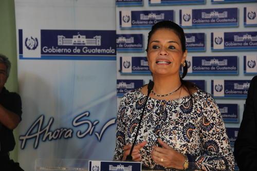 La Vicepresidenta dio declaraciones y dijo que está bien, que trabajará medio día por algún tiempo. (Foto: Luis Barrios/Soy502)