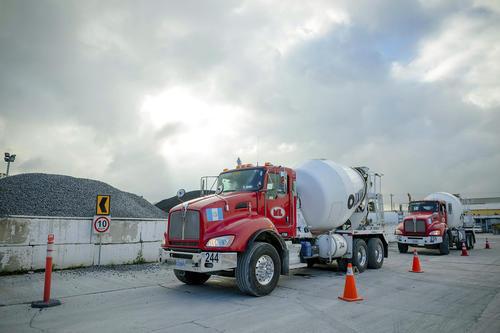 Los camiones de Mixto Listo son debidamente preparados para sus rutas y cumplen rigurosas normas de seguridad. (Foto: George Rojas/Soy502)