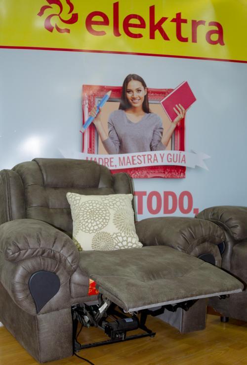 Un sillón reclinable eléctrico es un producto especial de este mes. (Foto: Magui Medina/Soy502)