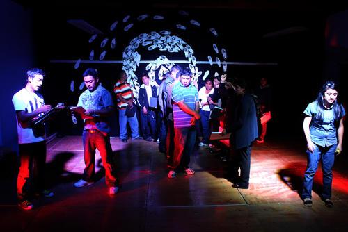 La obra rememora el trauma que vivieron los guatemaltecos en 2008, cuando fueron deportados desde Postville, Iowa.  (Foto: Luis Barrios/Soy502)
