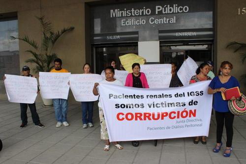 Familiares y pacientes renales denunciaron a Pisa ante el MP. (Foto Archivo/Soy502)
