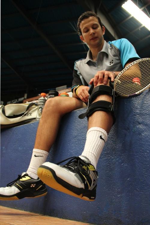 En las prácticas Kevin Cordón usa un protector en la rodilla izquierda, en la que sufrió la lesión de ligamentos. (Foto: Luis Barrios/Soy502)
