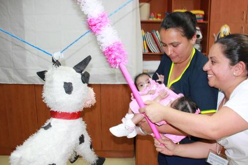Así festejaron el primer año de las pequeñas Ana Rosa y Rosa Linda.