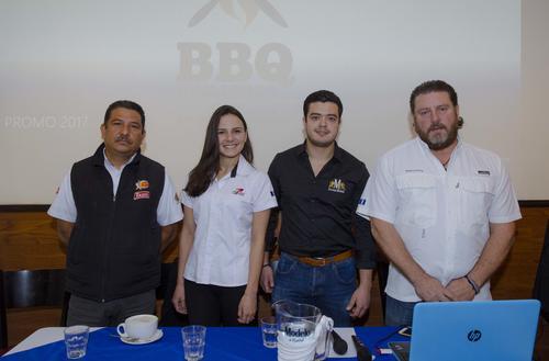 Representantes de Club Rotario Guatemala de la Ermita y Modelo, junto a personal de Toledo y el chef Javier anunciaron el BBQ Challenge. (Foto: Soy502)