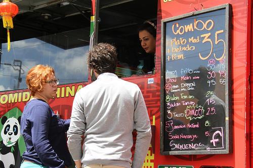 Se puede disfrutar desde hamburguesas, choripanes, comida china o tacos. (Foto: Municipalidad)
