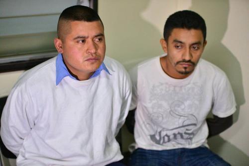 Oscar Martínez y Martínez (i) y Juan Antonio Mateo (d) son dos de los supuestos integrantes de la banda de sicarios contratados para dar muerte a la profesional Xiomara Reyes. (Foto: Wilder López/Soy502)