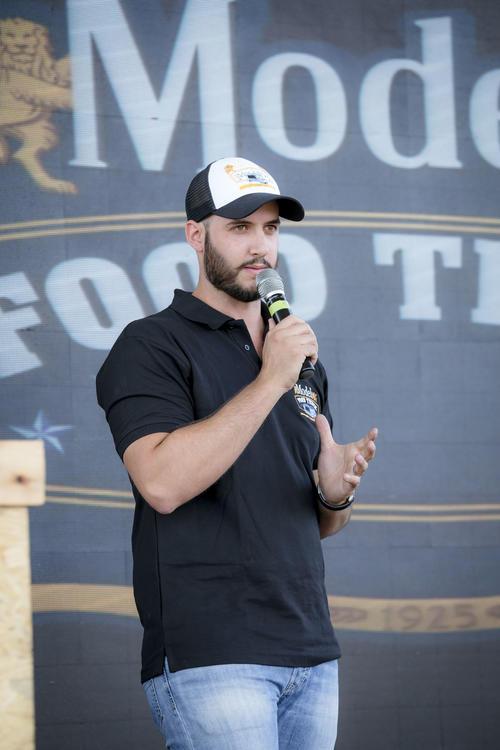 Alejandro Fernández, gerente de marca de Cerveza Modelo, en conferencia de prensa. (Foto: George Rojas/Soy502)