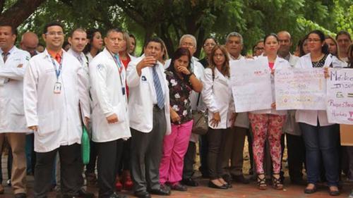 Medicos y personal del Hospital de Cabimas. (Foto: Infobae)