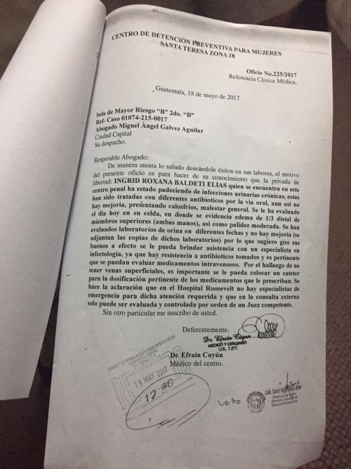 El informe médico presentado al Tribunal Quinto de Sentencia.
