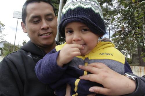 El pequeño Diego es un niño que enamora a las personas y a pesar de su condición, logra transmitir mucha alegría y ternura. (Foto: Fredy Hernández/Soy502)