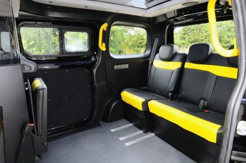 Interior del Nissan NV200, denominado el taxi del futuro (Foto: diariomotor.com)