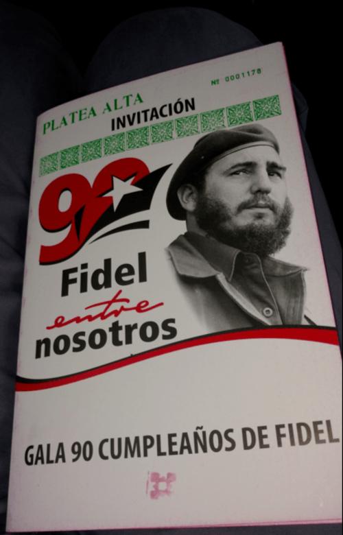 Varios de los asistentes pudieron entrar a la fiesta de gala del cumpleaños de Fidel Castro. (Foto: Soy502)