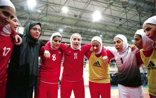 Niloofar Ardalan (11), había enfrentado con anterioridad la prohibición de parte de su esposo de participar en torneos extranjeros. (Foto: kuwaittimes.net)