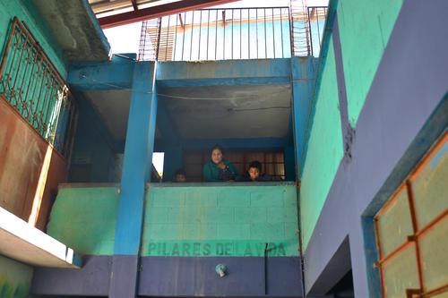 La escuela tiene dos pisos y todas las aulas estas bautizadas con nombres de escritores guatemaltecos. (Foto: Jesus Alfonso/Soy502)