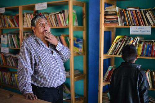 René Belarmino Diéguez llegó a la Aldea Montúfar hace 20 años y desde hace 17 es director de la escuela. (Foto: Jesus Alfonso/Soy502)