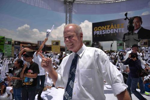 El alcalde Álvaro Arzú se impuso con más de 269 mil votos en la ciudad de Guatemala. Algunos piensan que esta podría ser la última postulación de Arzú, pero aún no anuncia sobre su futuro político. (Foto: Archivo/Soy502)