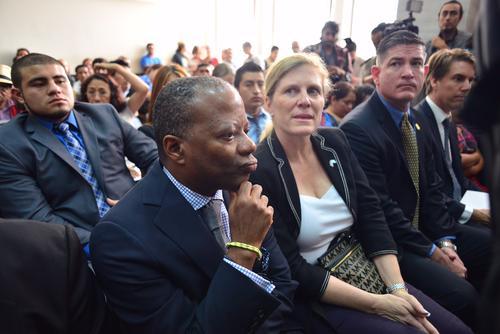 El embajador de EE.UU. estuvo en las primeras horas del inicio de la audiencia previa al juicio por genocidio; dijo que su presencia fue para apoyar al Organismo Judicial. (Foto: Jesús Alfonso/Soy502)