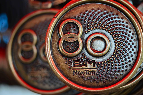 Las medallas conmemorativas de la edición 80 del Medio Maratón Max Tott. (Foto: Jesús Alfonso/Soy502)