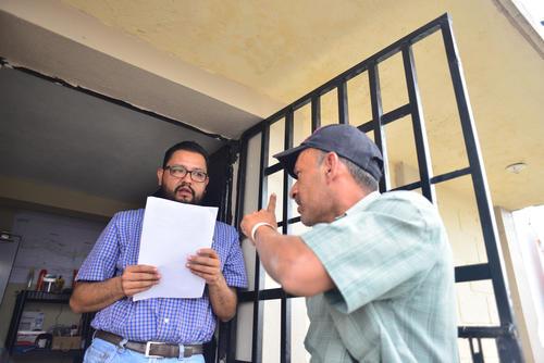Vecinos protestaron y pidieron explicación de por qué no aparecían entre los listados de los beneficiados. (Foto: Jesús Alfonso/Soy502)