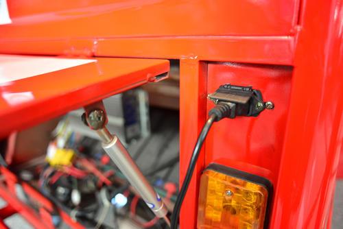 Los conectores de los vehículos son para toma corrientes ordinarias.  (Foto:  Jesús Alfonso/Soy502)