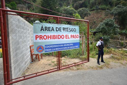 Autoridades municipales vigilan 24 horas que sólo accedan personas con permisos. (Foto: Jesús Alfonso/Soy502)
