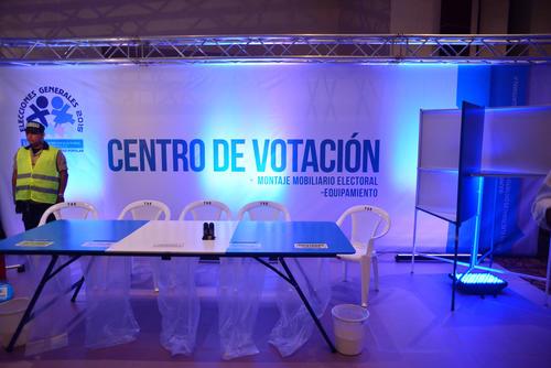 Recreación de un centro de votación. Un mínimo de tres personas y un máximo de cinco es lo que recomienda el TSE para formar la mesa. (Foto: Jesús Alfonso/Soy502)