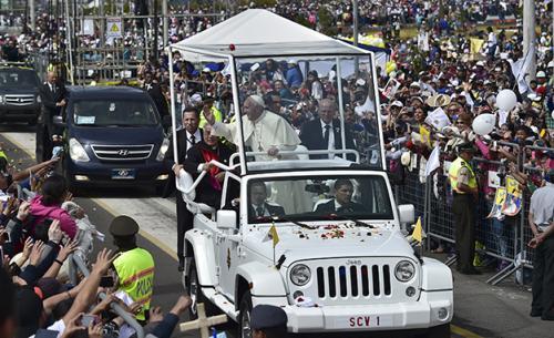 El Papa Francisco utilizará un Jeep Wrangler modificado como su papamóvil oficial, durante su visita a los Estados Unidos la próxima semana. (Foto: laopinion.com)