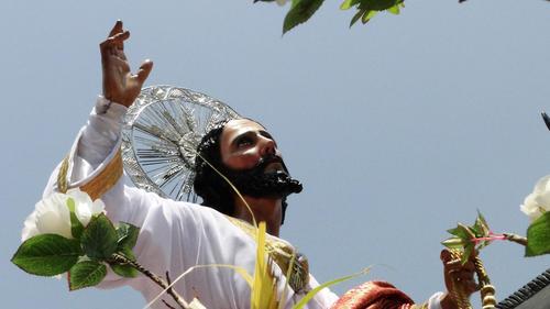 Jesús de las Palmas recorre el Centro Histórico rodeado de flores. Esta es una procesión alegre que conmemora la entrada triunfal de Jesús a Jerusalem. (Foto: Raúl Illescas).