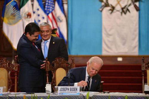 En la última visita de Biden al país, EE.UU. ratificó el apoyo al plan de la Alianza para la Prosperidad y Pérez Molina y Juan Orlando celebraban este acto. (Foto: Wilder López/Soy502)