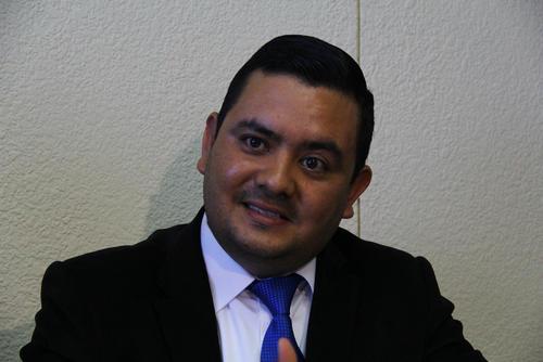 Jorge Figueroa, gerente interino de la Empresa de Comercialización del Inde, explicó las justificaciones de esta institución para modificar la tabla del subsidio a la tarifa social. (Foto: Alexis Batres/Soy502)