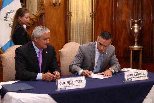 Juan de Dios Rodríguez fue secretario privado de Otto Pérez y posterior lo nombró presidente de la Junta Directiva del IGSS. (Foto: Archivo/Soy502)
