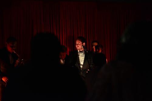 Con mucha elegancia Juan Luis Aguilar compartió su música con invitados especiales. (Foto: Selene Mejía/Soy502)