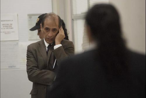 El padre de Cristina, Juan Luis Siekavizza, durante la audiencia donde su nieto Roberto José declaró en la cámara Gesell. (Foto: Archivo/Soy502)