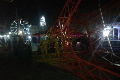 El juego mecánico colapsó en la feria de Santo Tomás de Castilla en Izabal y dejó varias personas lesionadas. (Foto: El Puerto Informa)