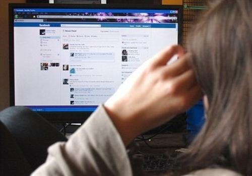 También puedes escoger la manera cómo tus contactos pueden ver tu perfil al resto de personas que no son tus amigos.