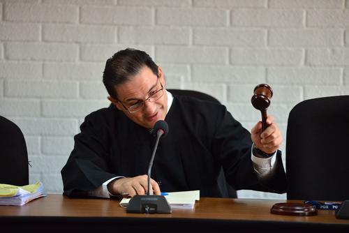 El juez de Extinción de Dominio decidió que los helicópteros propiedad de Otto Pérez Molina sean administrados por el Estado al determinar que fueron adquiridos con fondos ilícitos. (Foto: Jesús Alfonso/Soy502)