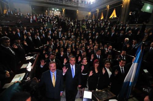 La elección de la nueva Junta Directiva del Congreso retrasó toda la agenda de la transmisión de mando. (Foto: Alexis Batres/Soy502)