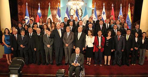 Juramentación de los diputados al parlacen por Guatemala. (Foto: Parlacen)